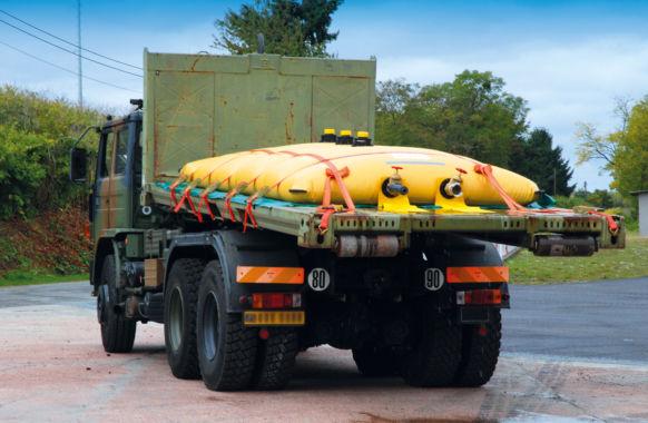 Citerne de transport sur camion plateforme